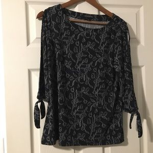 Banana Republic cold shoulder blouse 👚 Size Small